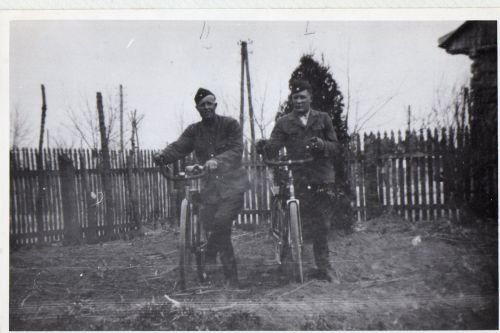 belzec - ukr guards with bikes178