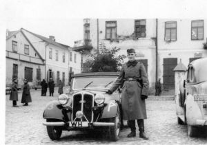 opatow - german soldier by car in ghetto533